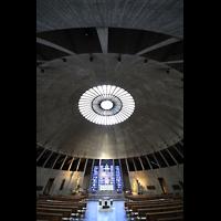 Augsburg, St. Don Bosco, Innenraum in Richtung Chor