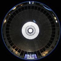 Augsburg, St. Don Bosco, Gesamtansicht der Kirche / Blick vom Taufstein in die Kuppel