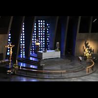 Augsburg, St. Don Bosco, Altarraum vom Emporenumgang aus