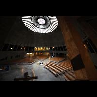 Augsburg, St. Don Bosco, Innenraum in Richtung Orgel