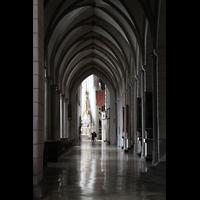 Augsburg, Dom St. Maria (Langhausorgel), Nördliches Seitenschiff in Richtung Ostchor