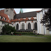 Augsburg, Dom St. Maria (Langhausorgel), Domhof im Kreuzgang