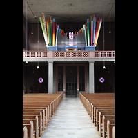 Augsburg - Lechhausen, St. Elisabeth, Innenraum in Richtung Orgel