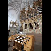 Landsberg, Stadtpfarrkirche Mariä-Himmelfahrt, Orgel mit Spieltisch