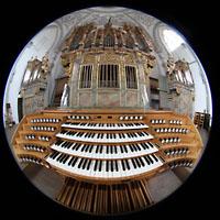 Landsberg, Stadtpfarrkirche Mariä-Himmelfahrt, Spieltisch mit Orgel