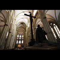 Regensburg, Dom St. Peter, Kruzifix im hinteren Dombereich
