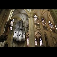 Regensburg, Dom St. Peter, Blick von der Vierung zur Orgel und in den Chor