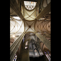 Regensburg, Dom St. Peter, Vierungsgewölbe und Orgel