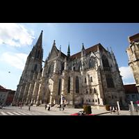 Regensburg, Dom St. Peter, Gesamtansicht von außen mit Türmen