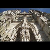 Regensburg, Dom St. Peter, Blick vom Hauptportal nach oben zu den Türmen