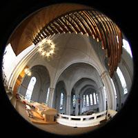 Berlin (Schöneberg), St. Matthias, Spanische Trompeten de Solowerks, Spieltisch und Hauptschiff