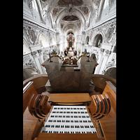 Waldsassen, Stiftsbasilika, Blick über den Spieltisch in die Kirche