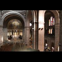 Paris, Basilique du Sacré-Coeur (Hauptorgel), Blick von der Hauptorgelempore in die Kirche und zur Seitenorgel