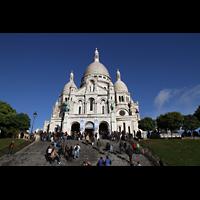 Paris, Basilique du Sacré-Coeur (Hauptorgel), Außenansicht mit Treppen im Vordergrund