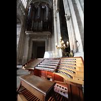 Paris, Saint-Eustache, Spieltisch und Orgel