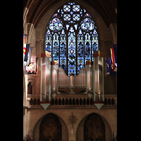 Paris, Cathédrale Américaine (Holy Trinity Cathedral), Grand Choeur Teilorgel mit buntem Glasfenster