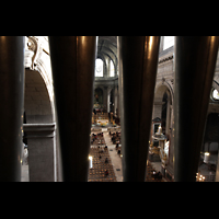 Paris, Saint-Sulpice (Hauptorgel), Blick durch das Pfeifenwerk in die Kirche