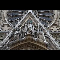 Paris, Sainte-Clotilde, Giebel mit Figurenschmuck über dem Hauptportal