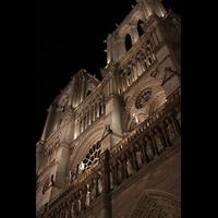 Paris, Cathédrale Notre-Dame (Hauptorgel), Doppeltürme bei Nacht