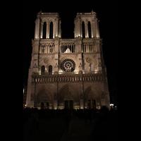 Paris, Cathédrale Notre-Dame (Hauptorgel), Fassade bei Nacht