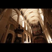Paris, Saint-Étienne-du-Mont, Blick ins Gewölbe des Hauptschiffs und zur Orgel