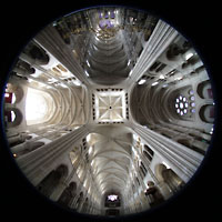 Laon, Cathédrale Notre-Dame, Blick von unten in die Vierung und die gesamte Kathedrale
