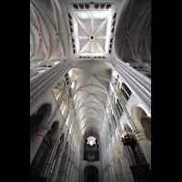 Laon, Cathédrale Notre-Dame, Blick in die Vierung, ins Gewölbe und zur Orgel