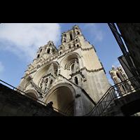 Laon, Cathédrale Notre-Dame, Außenansicht vom gotischen Kapitelsaal im 'Untergeschoss'