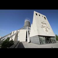 Liverpool, Metropolitan Cathedral of Christ the King, Gesamtansicht mit Glockenturm