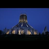 Liverpool, Metropolitan Cathedral of Christ the King, Außenansicht bei Nacht