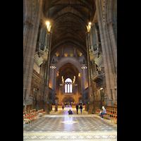 Liverpool, Anglican Cathedral (Hauptorgelanlage), Blick vom Chor durch den gesamten Innenraum