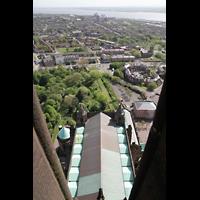 Liverpool, Anglican Cathedral (Hauptorgelanlage), Blick vom Turm auf das Dach