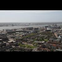 Liverpool, Anglican Cathedral (Hauptorgelanlage), Blick vom Turm in Richtung der Docks