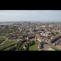 Liverpool, Anglican Cathedral (Hauptorgelanlage), Blick vom Turm in Richtung Liver Building und Radio Tower