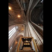 Liverpool, Anglican Cathedral (Hauptorgelanlage), Spieltisch mit Blick ins Gewölbe und die Kuppel