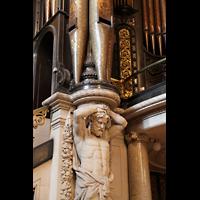 Liverpool, St. George's Hall, Träger unter den 32'-Prospektpfeifen