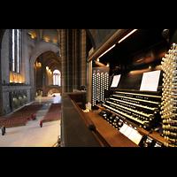Liverpool, Anglican Cathedral (Hauptorgelanlage), Blick vom oberen Spieltisch in den Zentralraum