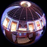 Liverpool, Metropolitan Cathedral of Christ the King, Spieltisch und Innenraum