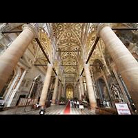 Verona, Basilica di S. Anastasia, Innenraum in Richtung Chor