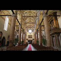 Verona, Basilica di S. Anastasia, Innenraum in Richtung Hauptportal