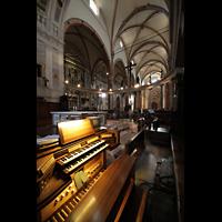 Verona, Cattedrale S. Maria Assunta (Chororgel), Blick vom Spieltisch der Chororgel in die Kirche
