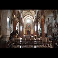 Verona, Cattedrale S. Maria Assunta (Chororgel), Innenraum in Richtung Hauptportal