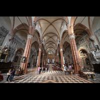 Verona, Cattedrale S. Maria Assunta (Chororgel), Innenraum in Richtung Chor