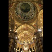 Pompei, Santuario della Madonna, Chorraum und Blick in die Kuppel