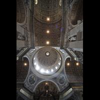 Roma (Rom), Basilica S. Pietro (Petersdom), Blick ins Deckengewölbe im Hauptschiff und in die Kuppel