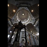 Roma (Rom), Basilica S. Pietro (Petersdom), Blick auf den Baldachin in die Kuppel