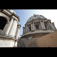 Roma (Rom), Basilica S. Pietro (Petersdom), Blick vom Dach der Basilika auf die große Kuppel