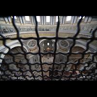 Roma (Rom), Basilica S. Pietro (Petersdom), Blick vom Kuppelumgang in die Kirche