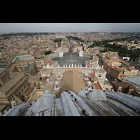 Roma (Rom), Basilica S. Pietro (Petersdom), Blick von der Kuppel über den Petersplatz auf Rom