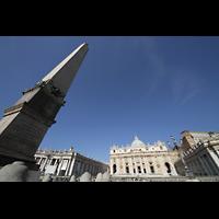 Roma (Rom), Basilica S. Pietro (Petersdom), Obelisk und Petersdom perspektivisch